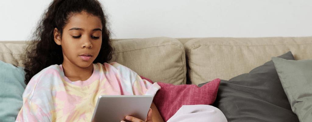 Child studying using the multiple intelligence theory